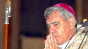 """Monsignor Martinez: """"La donna non è fatta per comandare, sia sottomessa al marito"""""""